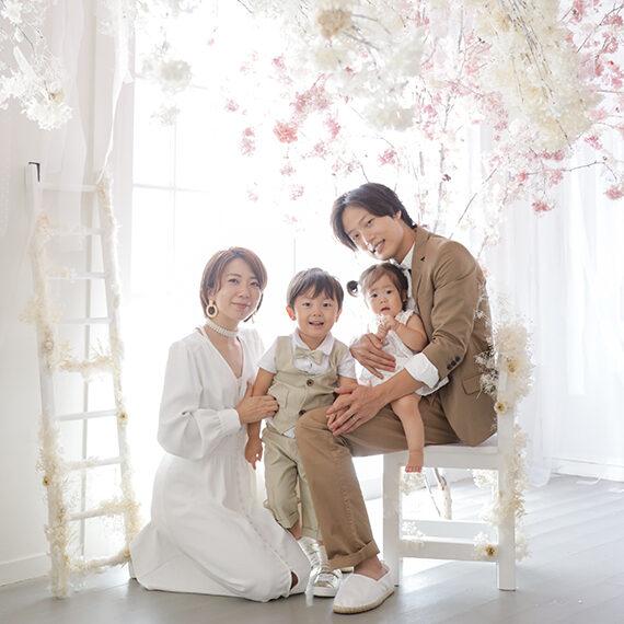 四人家族の家族写真