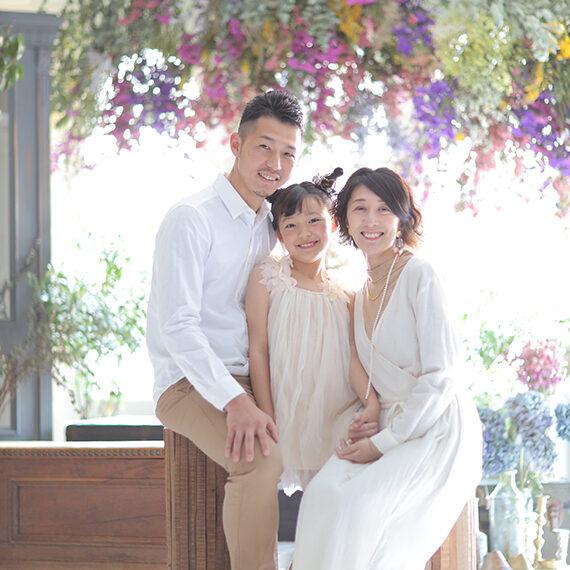 カメラ目線の家族写真
